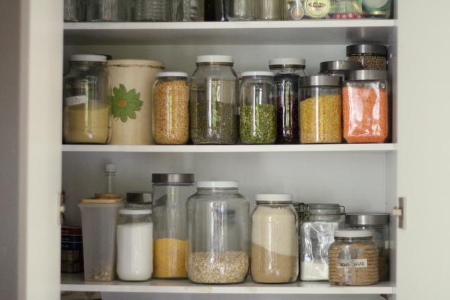 Dry_goods_pantry_storage_1
