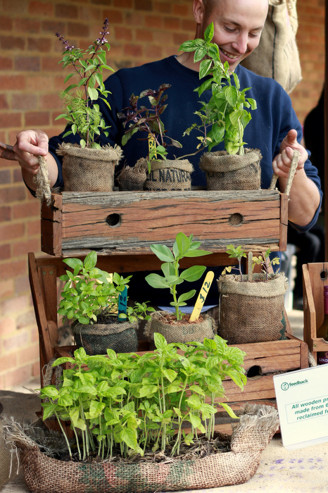 David-Sivyer-fedback-organic-recovery-hessian-planters. Little eco footprints