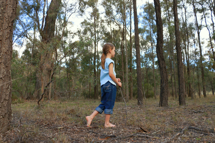 Benefits of barefoot walking. Little eco footprints