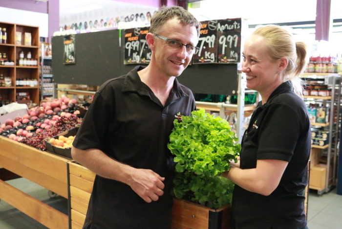 My favourite local greengrocers Peter Hajevsky and wife Mary O'conner at The Fresh ingredient in Georgetown with a bunch of locally grown lettuce. Little Eco Footprints